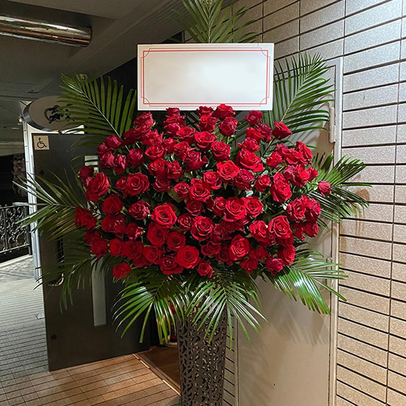 プレミアムローズ 大輪赤バラ 100本スタンド花