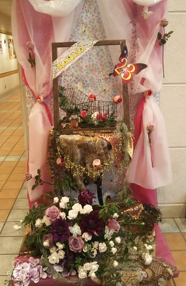 HKT48 山田麻莉奈様へバースデースタンド花を納品しました[公演祝い花]