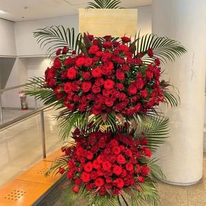 【福岡限定】赤バラ二段スタンド花  [自社配達]