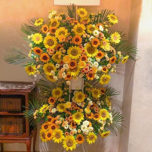 ひまわりと季節のお花の2段スタンド花